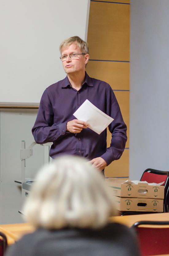 Olle Anderbrant introducerar Fredrik Johanssons docentföreläsning.